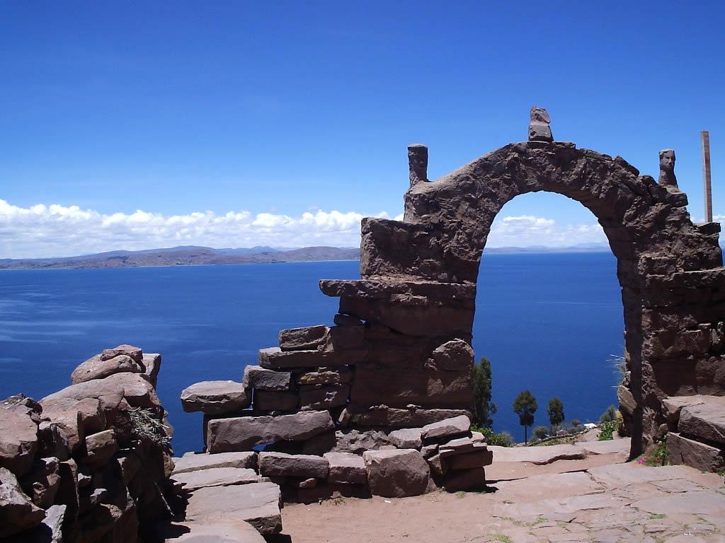 Machu Picchu Tours >> Full Day Puno: Uros Floating Islands & Taquile Island Lake Titicaca | DonPeruTours.com