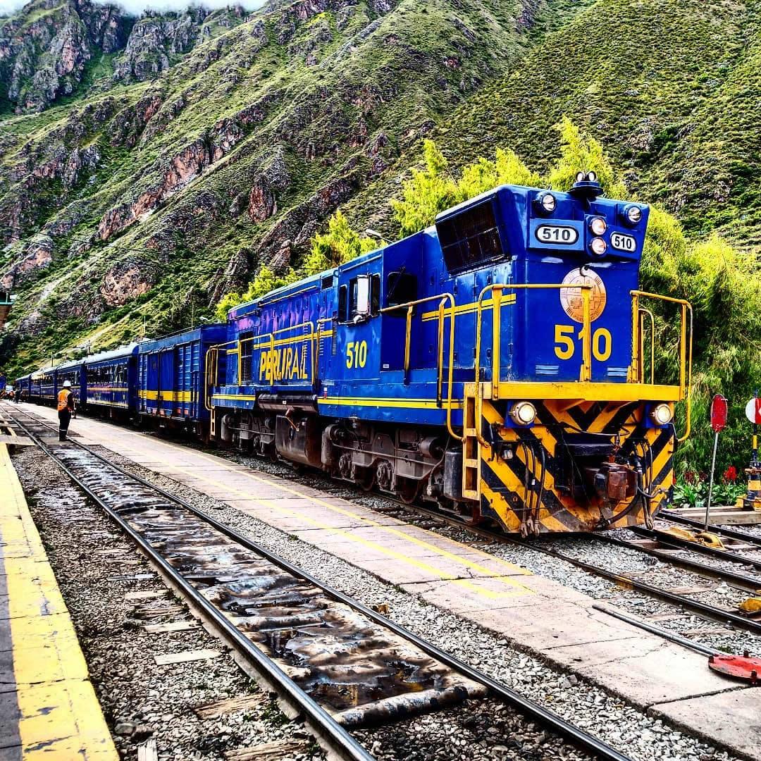 poroy station train